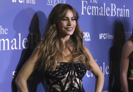 Ha llegado el día: Sofía Vergara cambia sus vestidos mini por un look en pantalones sobre la alfombra roja
