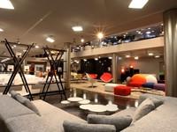 Alegre ma non troppo, así son los sofás de diseño italiano
