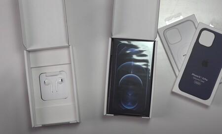Los usuarios franceses reciben hoy los nuevos iPhone 12 con unos EarPods en caja separada por ley