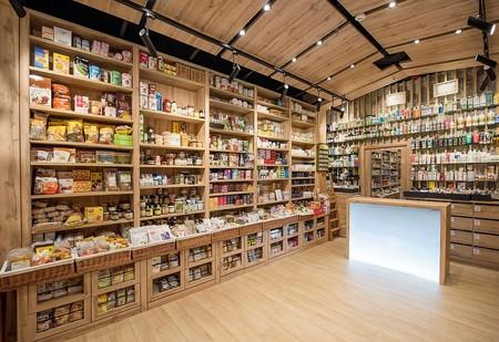 El diseño y el pequeño comercio van de la mano en la reforma de esta herboristería de Madrid