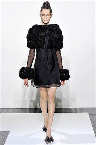 Valentino: vestidos delicados para el otoño - invierno 2010