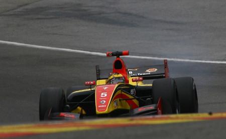 Stoffel Vandoorne es profeta en su tierra y vence la segunda carrera de la Fórmula Renault 3.5 en Spa