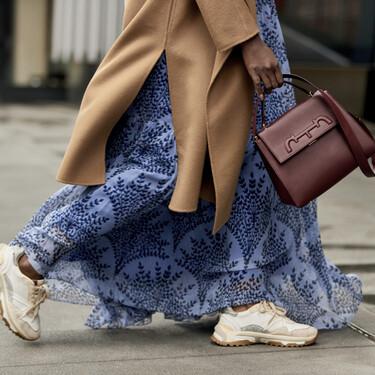 Cómo combinar zapatillas y vestidos para seguir las tendencias otoño/invierno 2020-2021 según el street style (y Blanca Suárez)