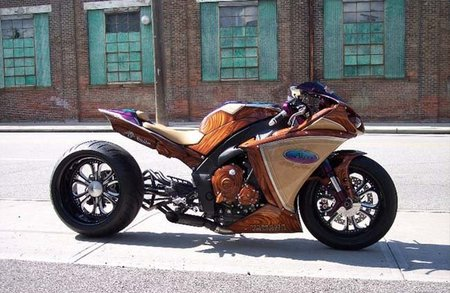 Akoo Yamaha R1, la moto que se limpia con Pronto