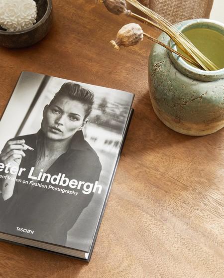 De Karl Lagerfeld a Peter Lindbergh: Zara Home tiene los libros más bonitos para integrar en la decoración de las casas