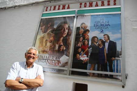 Rafael Cansino En La Entrada De Cinema Tomares