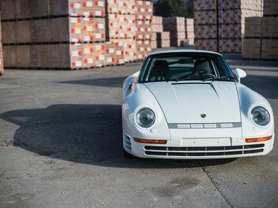 ¿Alguien da más? Han vendido este Porsche 959 Sport por 1.960.000 euros