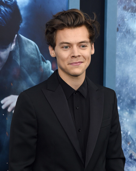 Medio Elegante Medio Informal Asi Fue El Look De Harry Styles En La Premiere De Dunquerque 2