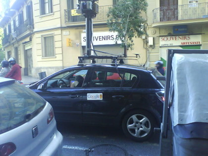 El coche de Google Street View bloqueado en un pueblo del Reino Unido