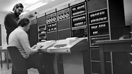 Ken Thompson Dennis Ritchie trabajando en el PDP-11