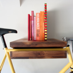 Foto 2 de 5 de la galería una-estanteria-donde-colgar-la-bicicleta en Decoesfera