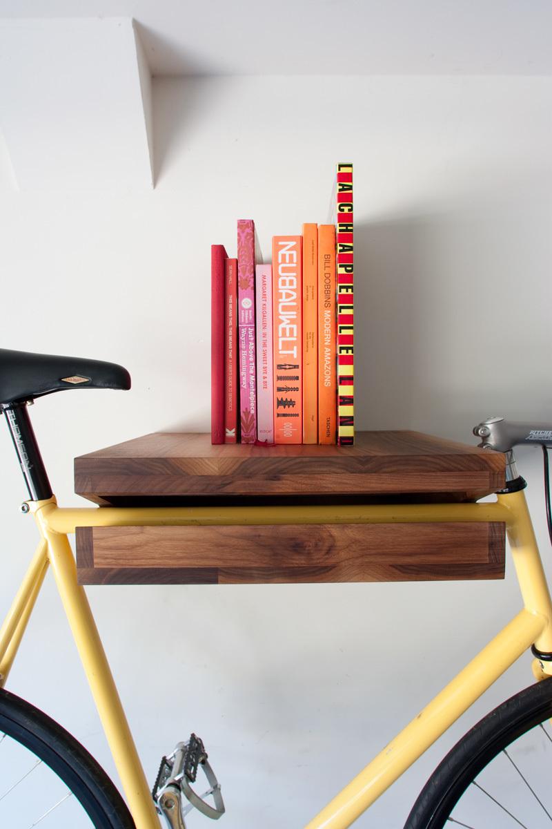 Foto de Una estantería donde colgar la bicicleta (2/5)