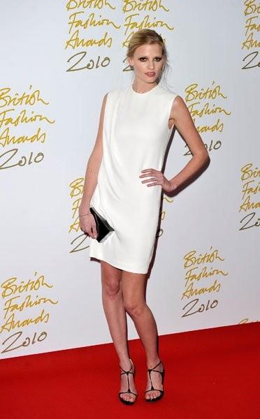 Lara Stone elegida modelo del año en los British Fashion Awards 2010