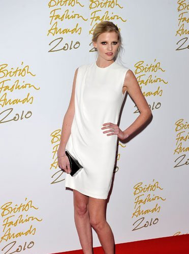 Lara Stone elegida modelo del año en los British Fashion Awards 2010