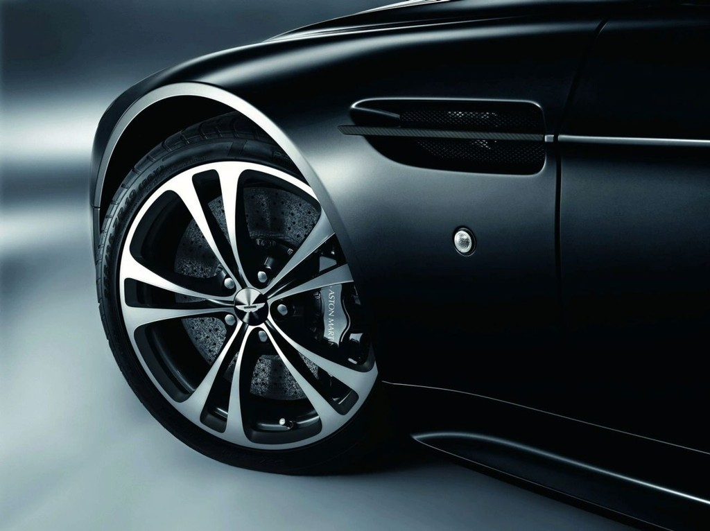 Foto de Aston Martin DBS y V12 Vantage Carbon Black (5/6)