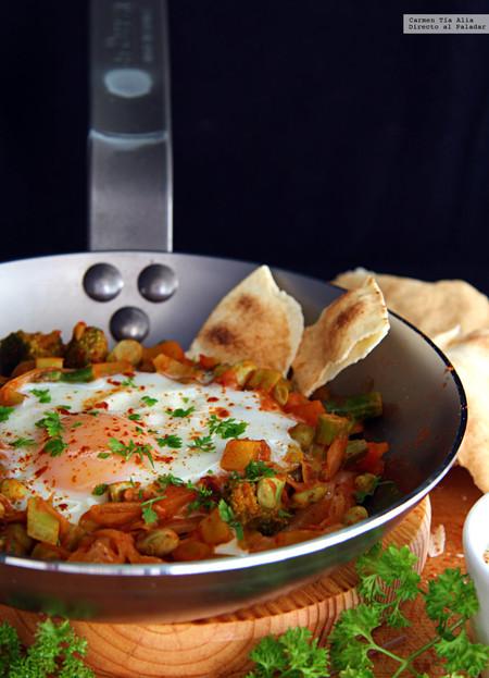 sartén de verduras y huevo