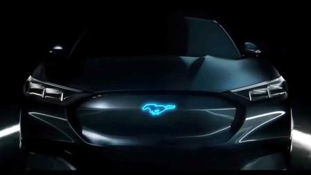 Ford hace eco del Mustang eléctrico en plena noche del Tesla Model Y, esto es lo que sabemos al momento