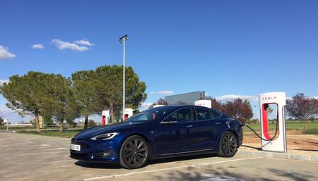 Tesla ya tiene 10 supercargadores en España
