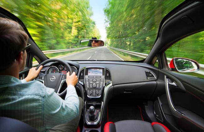 Opel Astra BiTurbo, parabrisas panorámico