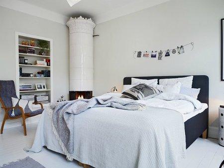 Un dormitorio en azul y blanco, otra vista