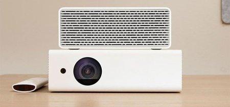 """¿Las pulgadas de tu """"tele"""" se quedan cortas? Prueba las 300 que permite este proyector de Xiaomi, el iNovel Me2"""