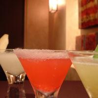 Da igual que ingieras pocas bebidas alcohólicas: el riesgo de cáncer de mama también aumenta