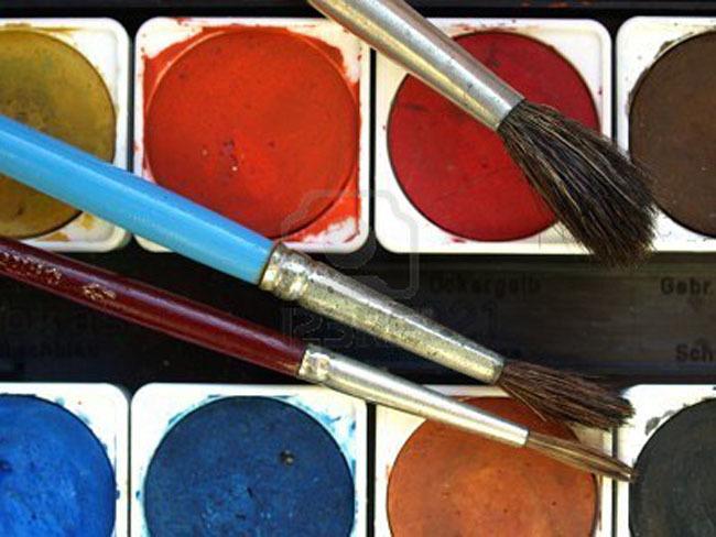 Paleta de colores y pinceles