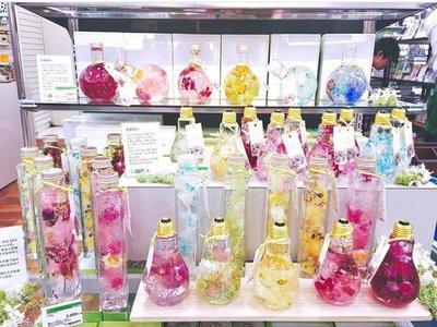 Flores dentro de bombillas, una sorprendente tendencia oriental Boho chic
