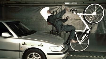 Hövding, el casco invisible que quiere salvar la vida de los ciclistas