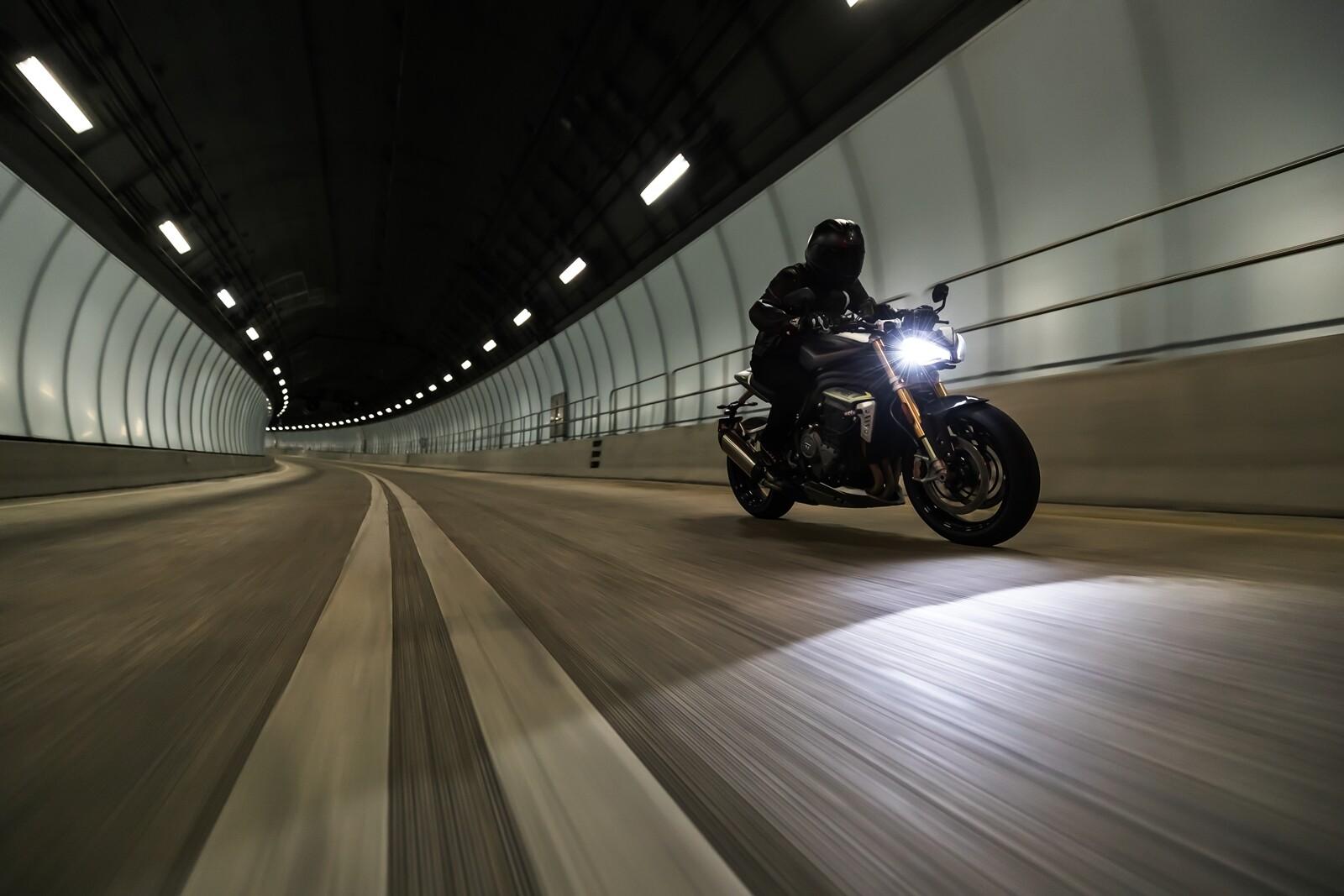 Foto de Triumph Speed Triple 1200 RS 2021 (32/71)