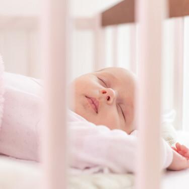 Cómo conseguir que el bebé duerma mejor por las noches, y los padres también