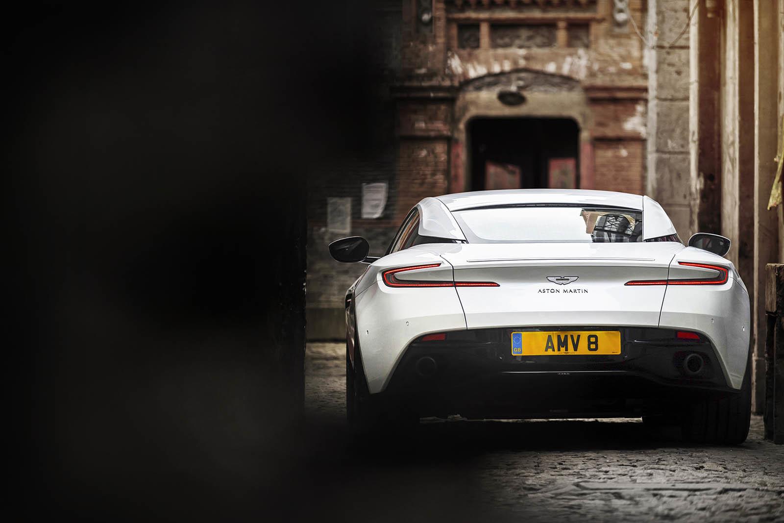 Foto de Aston Martin DB11 V8 (13/21)