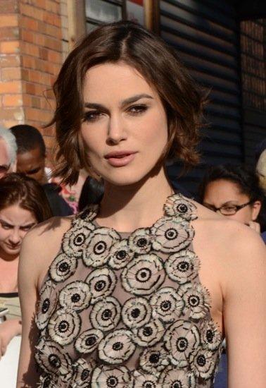 Keira Knightley sigue marcando estilo vistiendo... de Valentino