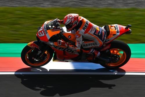 Marc Márquez consigue la pole position de MotoGP y solo la lluvia le podría frenar en Argentina