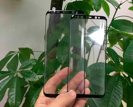 No, lo de la foto no es el panel delantero del Galaxy S8, son protectores de pantalla