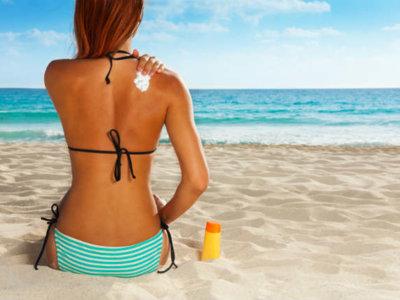 Desmintiendo algunos falsos mitos sobre cómo tomar el sol