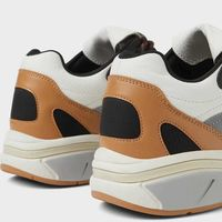Los mejores sneakers de Zara con suela gruesa para pisar fuerte este otoño