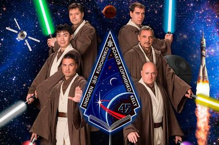 Astronautas disfrazados de caballeros Jedi para promocionar su expedición a la ISS