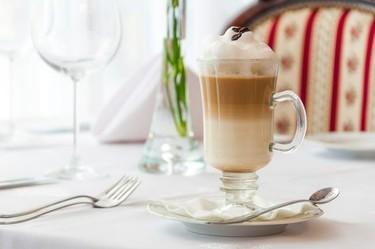 Escoge bien el color de tu taza, que influye en el sabor del café