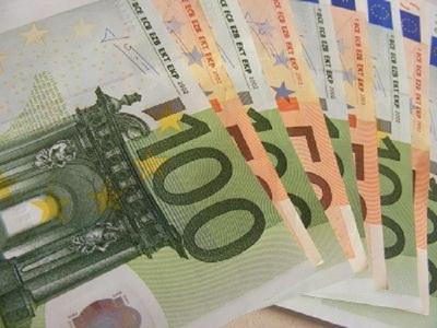 El Ayuntamiento de Torrevieja reparte 'paguicas' de 300 euros a estudiantes y jubilados