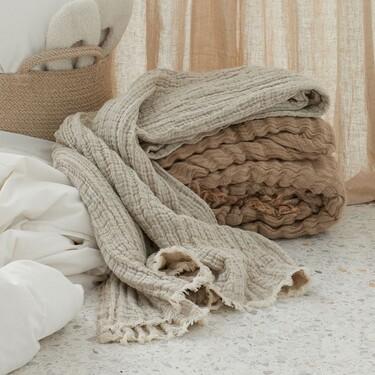 De lana, lino o algodón: mantas tan gustosas como calentitas con las que decorar nuestro salón o dormitorio