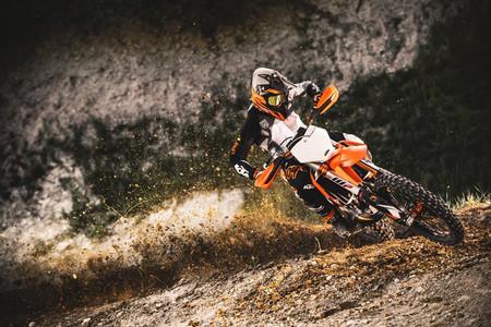 La nueva gama KTM SX de motocross estrena un sistema de ajuste de sus motos mediante app para el móvil (y mucho más)