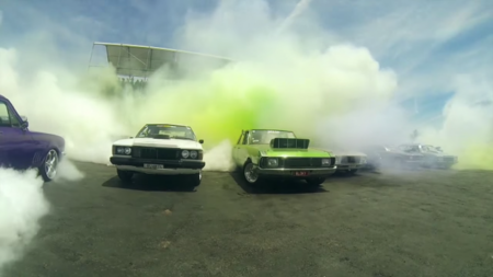 Video: 103 autos rompen récord Guinness quemando llanta en Australia