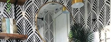 La tendencia más práctica; baldas o estanterías abiertas en el cuarto de baño