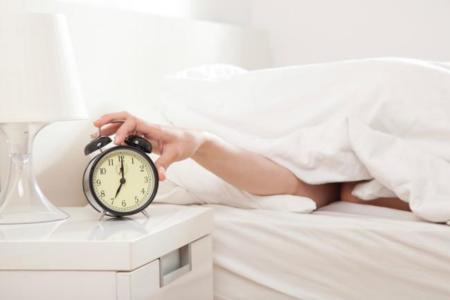 Empezar a trabajar más tarde para dormir más: los expertos lo recomiendan