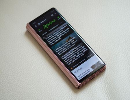 Samsung Galaxy Z Fold 2 02 Pantalla Secun 01