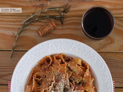 Mafaldine al vino tinto. Receta de pasta fácil en una sola olla