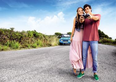 Mario Casas y Laura Hayden: agárrate las Mustang que nos vamos de Primavera