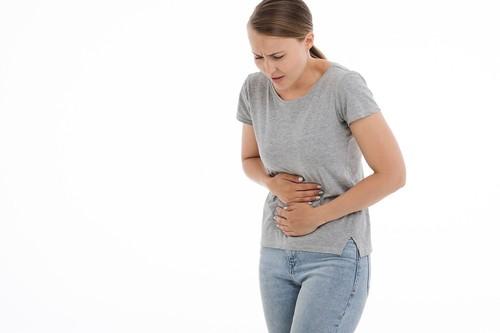 Cómo luchar contra la acidez de estómago tras las comidas copiosas en verano