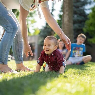 Cuanto más gatee un bebé, mejor preparado estará para reconocer los posibles riesgos en su entorno